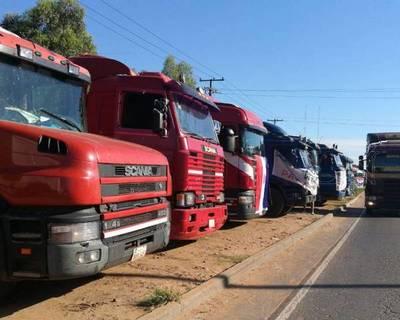 Camioneros amenazan con paro nacional desde el lunes