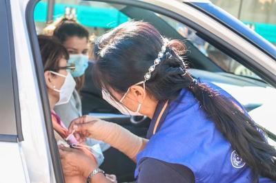 Gobierno promete arribo de 884.000 vacunas en próximos días, mientras se agrava la crisis sanitaria
