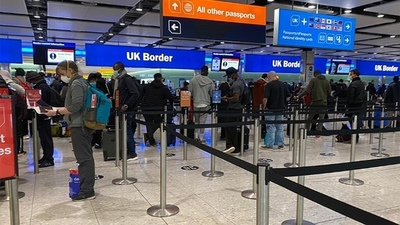"""El Gobierno británico controlará a los que regresen de países de la lista """"ámbar"""""""