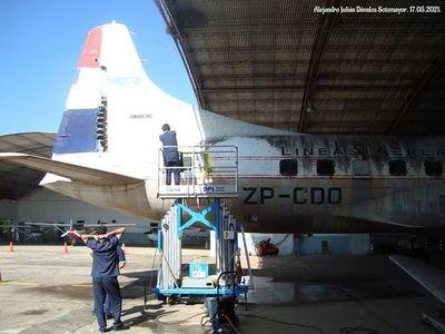 Siguen trabajando para limpiar y restaurar la primera aeronave de LAP
