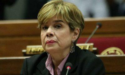 Lista de médicos internos debe remitirse para vacunación, dice senadora