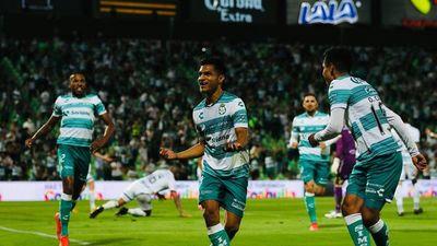 Santos Laguna golea al Puebla de Antony Silva