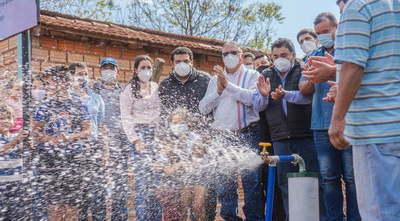 Gobernador inaugura pozo artesiano en Juan Manuel Frutos