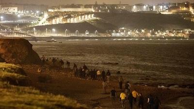 Cientos de inmigrantes intentan acceder a España desde Marruecos por Melilla