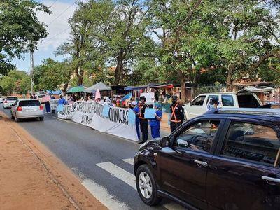 Caos sobre Mariscal López por manifestación de funcionarios de Clínicas