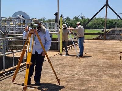 Itaipu brinda asistencia técnica a la ANDE para seguridad de las presas Acaray e Yguazú