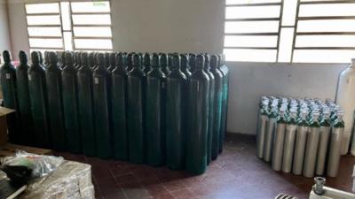 Embajada de EEUU dona balones de oxígeno a hospitales públicos