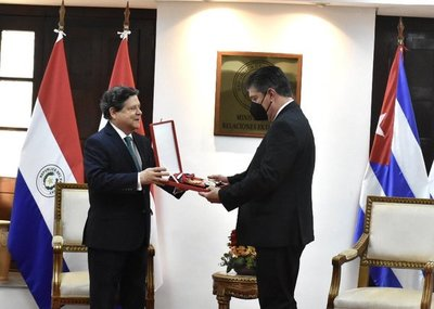 Embajador de Cuba concluye misión diplomática en Paraguay