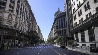 Colectivos vacíos y calles desiertas en el primer día de aislamiento estricto en Buenos Aires