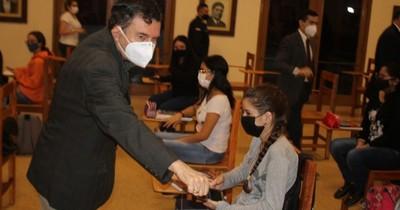 La Nación / En busca de becas: jóvenes concluyen cursos de capacitación en la ANR