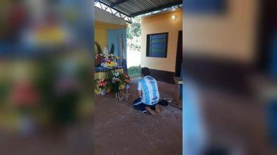 Peregrinó de rodillas hasta la Virgen de Fátima para pagar promesa