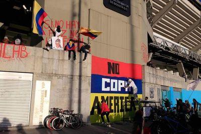 Los hinchas que tumbaron en las calles la Copa América