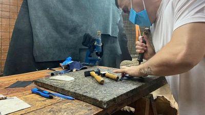 Interno del Cereso sobresale en la confección de artículos de cuero