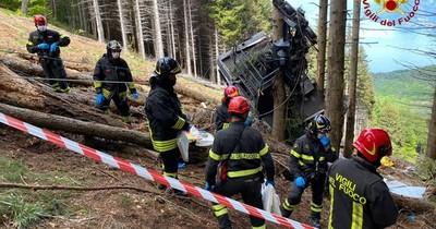 La Nación / Italia: trece muertos al caer un popular teleférico turístico