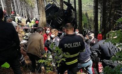 Cayó un teleférico en Italia: 13 muertos y dos heridos graves