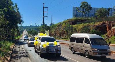 Laicos realizaron caravana a favor de sacerdote expulsado