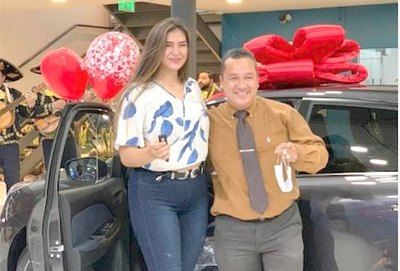 Crónica / ¿Quién es el novio que pidió casorio con una camionetaza?
