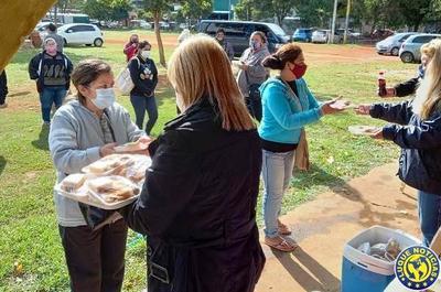 Llevan desayunos a familiares de parientes internados en el Hospital de Luque •
