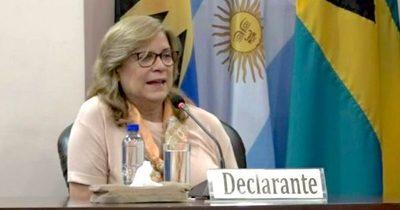 Querella de ministro contra Cristina Arrom debe resolverse en juicio oral, aseguran