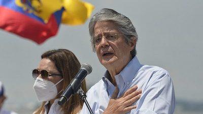 Lasso asume la presidencia para sellar el giro de Ecuador a la derecha