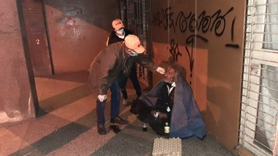 Emergencia Nacional asistió a personas en situación de calle en fría madrugada