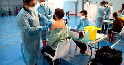 La Nación / España autoriza segunda dosis de Pfizer a vacunados con AstraZeneca
