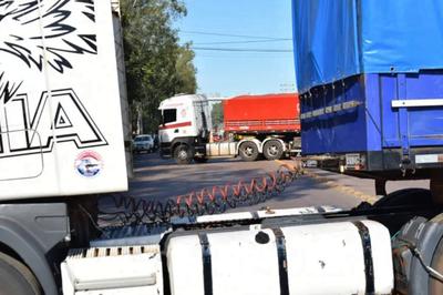 Camioneros se movilizan en diferentes puntos del país