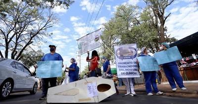 La Nación / Trabajadores de Clínicas se movilizarán mañana hasta la sede de Salud Pública