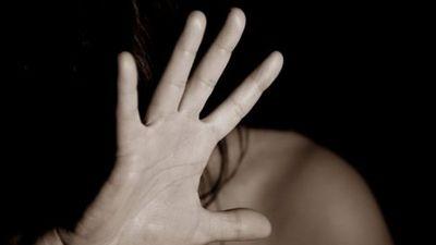 Mujer es agredida por su pareja en  vía pública en Ypané