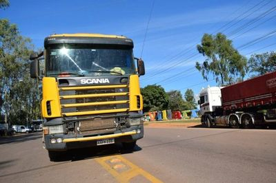 Camioneros levantan paro tras acuerdo con el Poder Ejecutivo