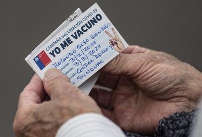 Chile planea tener vacunada a toda su población mayor de 16 años a fines de junio