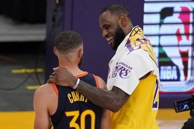 ¿Curry a los Lakers? LeBron intenta reclutarlo