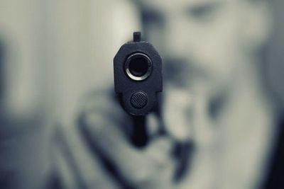 Ex convicto es atacado a tiros en una calle de Zeballos Cué