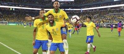 Brasil pierde a Dani Alves para el juego ante Paraguay
