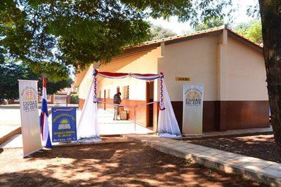 CDE inaugura obras en escuelas de diferentes barrios