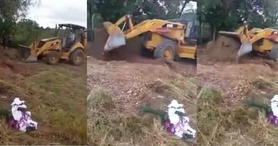 La Nación / Indigna entierro de docente con un tractor por COVID