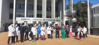 Médicos respaldan a colega amenazado