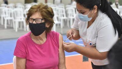 Covid-19: Salud insta a mantener cuidados a los que recibieron la primera dosis