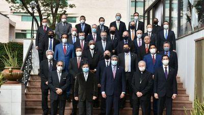 Abdo reclamó a diplomáticos sobre inequidad en envío de las    vacunas