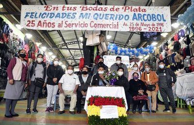Comunidad boliviana festejó sus 25 años de trabajo en el Mercado Nº 4