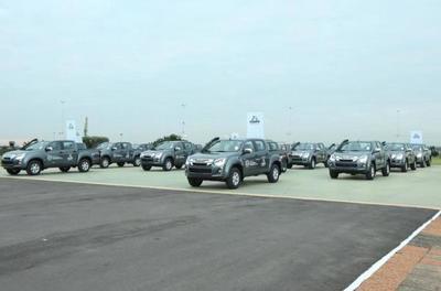 ITAIPU entregó 20 camionetas a Salud para fortalecer asistencia a los sectores vulnerables