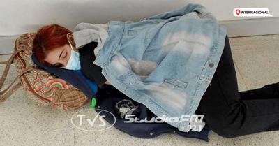En Argentina, murió por covid una joven que esperó cama en hospital acostada en el piso