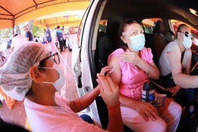 Salud evaluará bajar rango de edad de vacunación este fin de semana