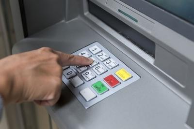 Tesoro prosigue con el pago de salarios a funcionarios públicos