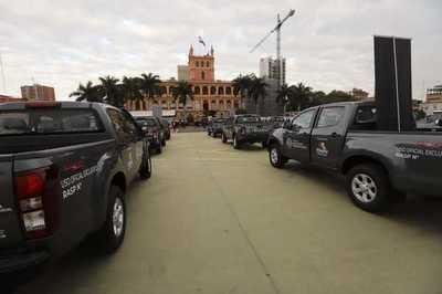 Itaipú entregó camionetas al Ministerio de Salud a fin de fortalecer logística del Plan de Vacunación domiciliaria