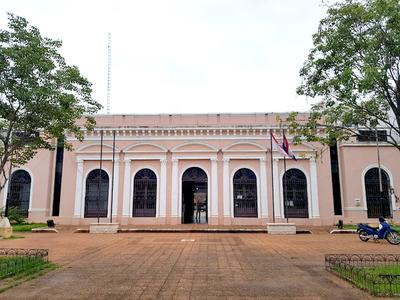 Director de salubridad de la municipalidad presiona a funcionarios para participar de acto partidario