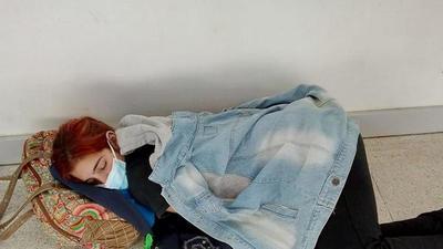 La imagen de la indiferencia: joven muere tras esperar su turno en un hospital – Prensa 5