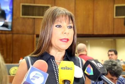 Celeste Amarilla calificó de ridícula la exigencia de resultados de test Covid para ingresar al país