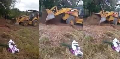 Simón Bolivar: Indigna entierro de docente con un tractor por COVID