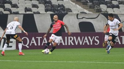 Corinthians hace trizas el sueño copero de River Plate